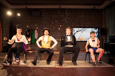 【プログラム公式写真。踊る4人。左からブレンダン、ジョエル、マートル、リー。photo: THEY bklyn、提供=KYOTO EXPERIMENT 禁無断転載】