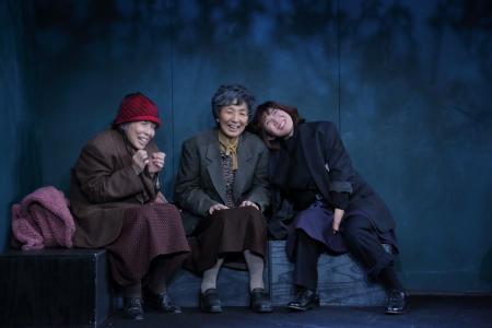 【写真は、「ちょっと、でかけていますので→」から。撮影=前川健彦 会場=小劇場 楽園(東京) 禁無断転載】