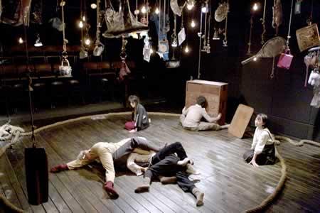 サンプル「シフト」公演の舞台