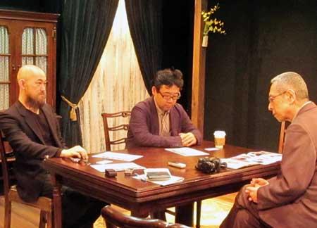 【写真は(左から)鳴海康平さん、山田裕幸さん。右は聞き手の北嶋孝(ワンダーランド) 撮影=都留由子 禁無断転載】