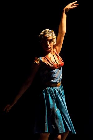 【「ダンシング・ガール」公演から。(C)Tsukasa Aoki、提供=フェスティバル/トーキョー】
