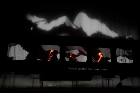 【「ガネーシャ VS. 第三帝国」公演より。(C)Jun Ishikawa、提供=フェスティバル/トーキョー】