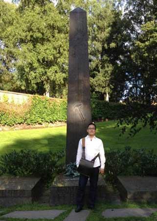 イプセンの墓で記念撮影