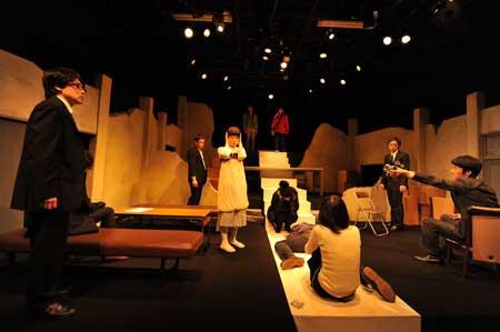「アドバタイズドタイラント」公演の舞台写真2