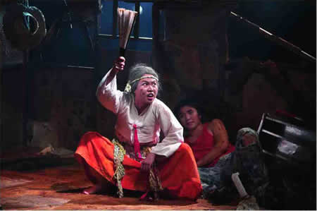 「Floor in Attic 屋根裏の床を掻き毟る男たち」公演から