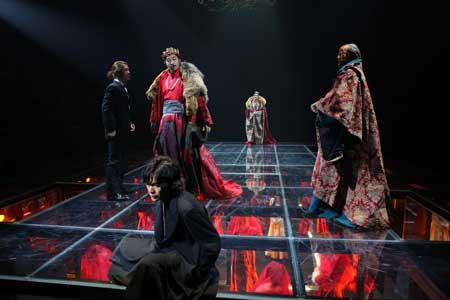 「ハムレット」公演の舞台写真2