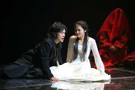 「ハムレット」公演の舞台写真3