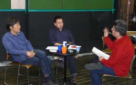 【写真は、左から太田宏さん、田野邦彦さん、片山幹生(編集部)。2013年4月17日、東京・小竹向原、アトリエ春風舎にて】
