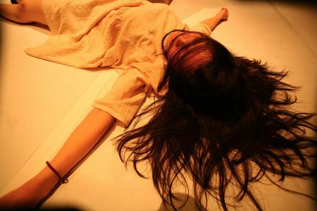 【写真は「塩ふる世界。」公演から。撮影:飯田浩一 提供:マームとジプシー 禁無断転載】