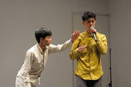 「ヘッドホンと耳の間の距離」公演1